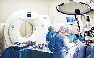 術中CTを使用した脳外科手術